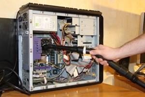 Zlecę serwis komputera stacjonarnego odkurzenie format dysków instalacja